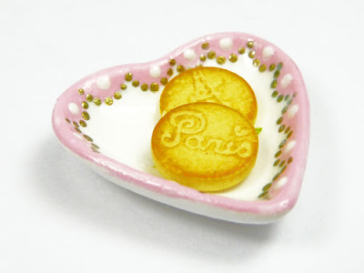 Handpainted miniature heartshaped dish displaying Emmaflam's miniature Paris cookies