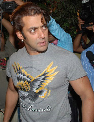 Salman Khan Birthday Party 2010 Pics. Salman Khan is again in the