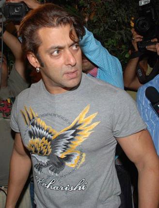 Salman Khan Birthday Party 2010 Pics. Salman Khan is again in the
