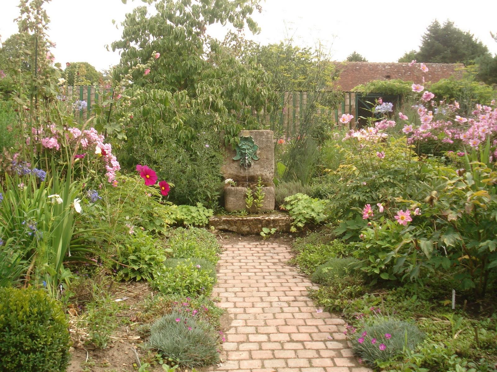 Thursday 39 s child jardin de la petite rochelle of muses and meringues - Petit jardin idee la rochelle ...