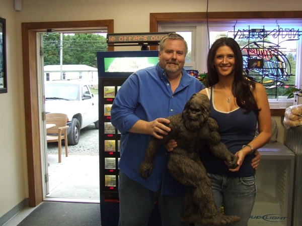 [Bigfoot+statue+story+for+blog]