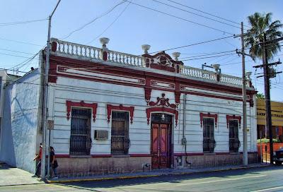 Monterrey m xico caminando por el barrio antiguo i for Fachadas de casas de barrio