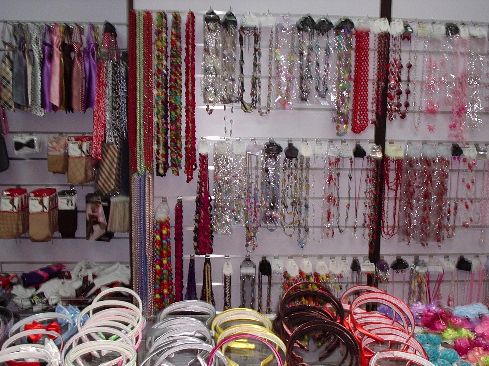 Tiendas mayoristas todo a 2 euros bisuteria moda y - Complementos de bisuteria ...