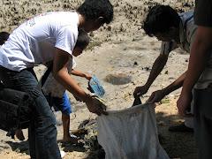 Bersih pantai Bunaken