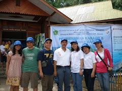 Foto bersama Panitia & Rektor