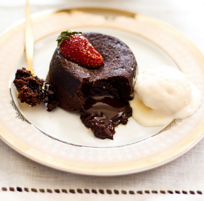 ... Desserts 7 Days: Molten Lava Chocolate Cake And a Giveaway