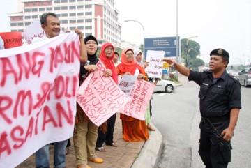 [2207-umnoampang-protest-1.jpg]