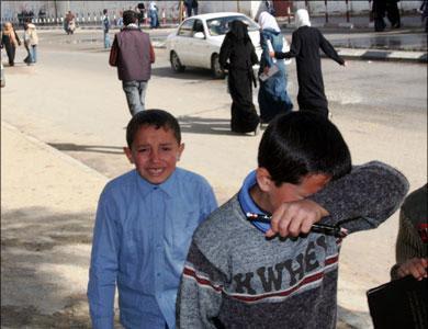 الفتن , ثورات , حروب , مجاعات .. حتى متى ؟ Img_0957892dd7_gaza_children_crying_aljazeera
