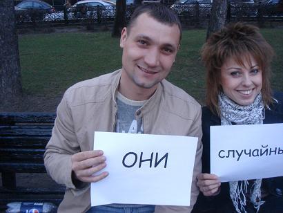 Фото с табличками в руках поздравления с днем рождения 43