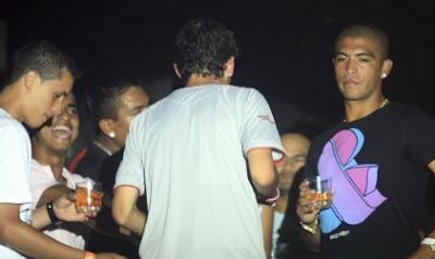 jugadores tomando licor