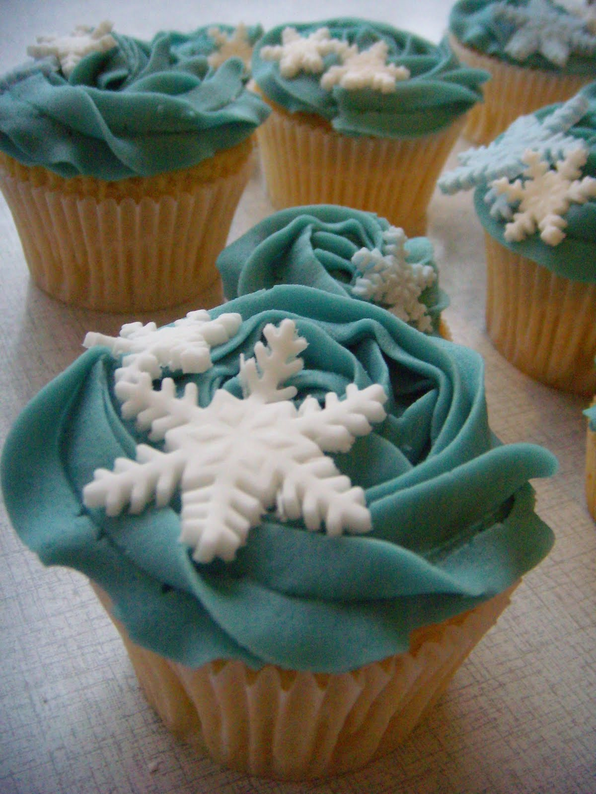 queen of tarts: Icy winter cupcakes Happy Birthday Cupcake Pictures