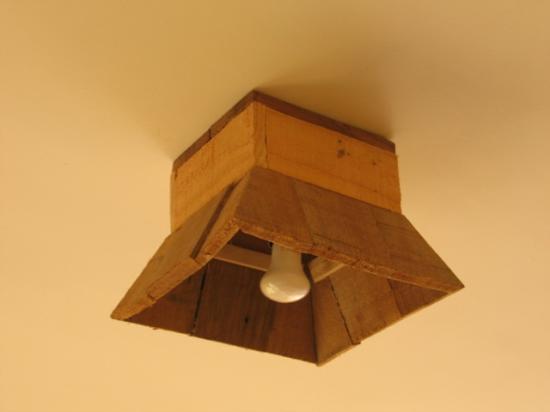 tambin podemos aprobechar estas maderas para hacer una lmpara o soporte para orientar la luz este modelo es para el techo