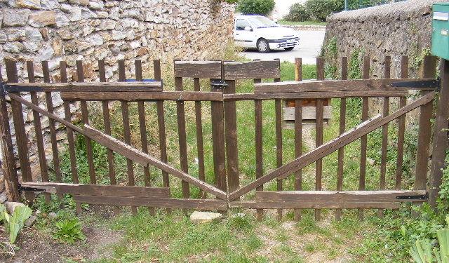 Muebles gratis con palets hecho para el jard n for Fabriquer un portail de jardin en bois