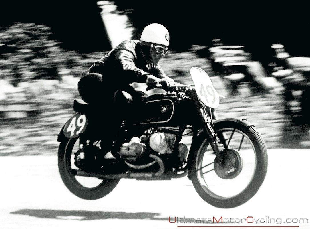 Yahou rintintin !.... Bmw+motorcycle+TT+racing+history+4