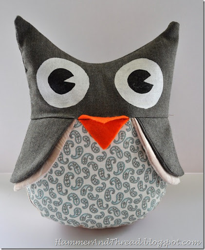 http://hammerandthread.blogspot.com.au/2010/07/owl-stuffies-tutorial.html
