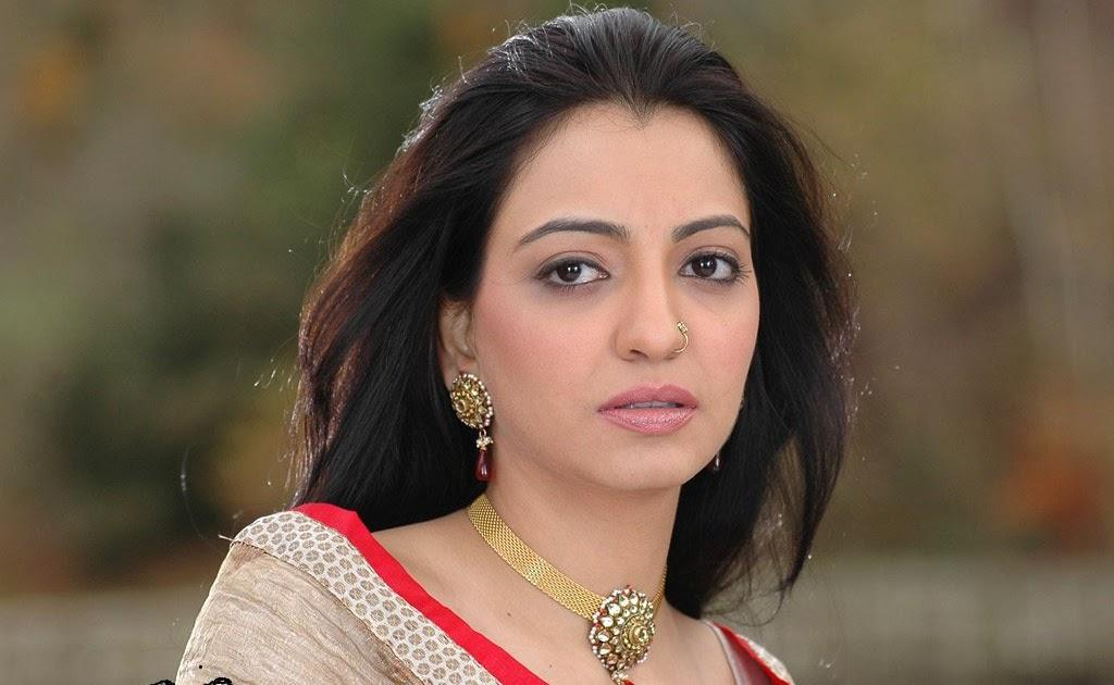 Bollywood News :Janhavi Kapoor & Ishaan Khattar at Sun and