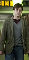 Jaqueta usada por Daniel Radcliffe em 'Relíquias da Morte' é leiloada