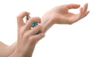 5 Tips Menyemprotkan Parfum Agar Tahan Lama [ www.BlogApaAja.com ]