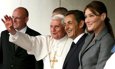 El papa Benedicto XVI y el presidente francés Sarkozy con su esposa carla Bruni