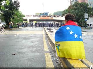 Los venezolanos miramos de lejos a Venezuela con tristeza y decepción