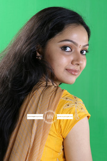 samvritha sunil in saree