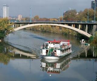 Barco fluvial Leyenda del Pisuerga