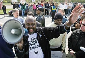 Infamous Seattle-area anti-gay activist Rev. Ken Hutcherson led a walk-out ...