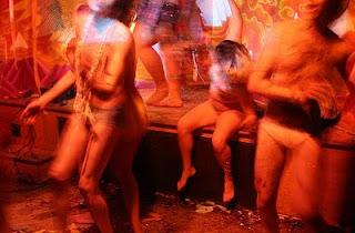 http://2.bp.blogspot.com/_t7j0k5hCacw/TKiuy7HIWvI/AAAAAAAAQYE/tNsQr7er6YY/s320/party.jpg