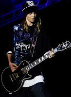 FMBolivia.tv - Tom Kaulitz mencionado en un artículo sobre Las Gibson Les Paul Tom-kaulitz-guitar