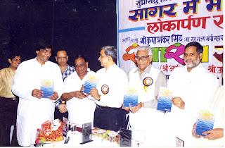 hindi hasyakavi albela khatri www.albelakhatri.com  poet hindi kavita sagar me bhi sukha hai man  sakaratmak samachaar