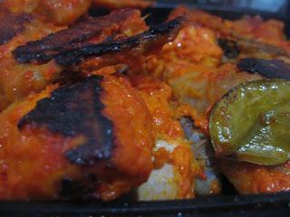 ... ayam panggang buatan mama ayam panggang yang berwarna merah di hias