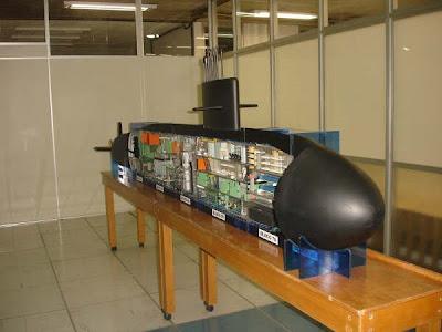 Vista frontal da maquete do Submarino Nuclear Brasileiro.