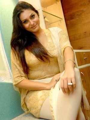 Desi Aunty in health shop