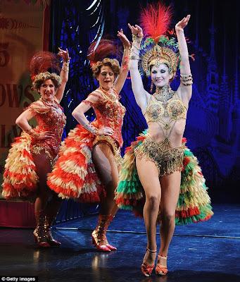 http://2.bp.blogspot.com/_tFI9HtBESRo/S49e-DSUJZI/AAAAAAAAF_4/lEPQ_tlCghg/s400/Showgirl+Summer+Strallen+puts+the+Ooh+La+La+into+Andrew+Lloyd+Webber%27s+Phantom+sequel+Love+Never+Dies++1.jpg