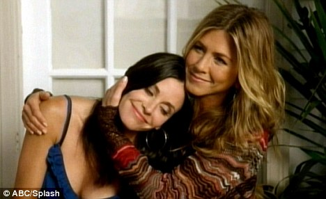 courtney cox and jennifer aniston kissing