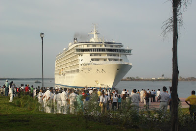 http://2.bp.blogspot.com/_tGfNtEQt950/S-RqEm2xRhI/AAAAAAAALPs/2q-qGvApJTk/s1600/Puerto-Chiapas-aumenta-el-numero-de-turistas-en-crucero1.jpg