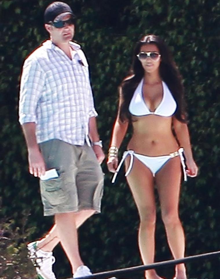 amazing world of pics kim kardashian works in a bikini