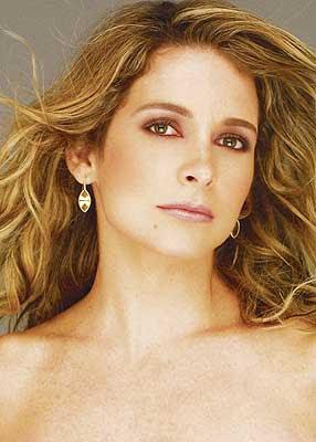 da fotos da Claudia Abreu, a atriz aparece gostosa em flagras de