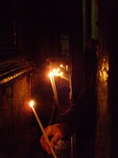 JERUSALEM - Candles being lit beside Christ's Tomb / @JDumas