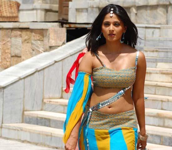 anhushka in saree and saree removing