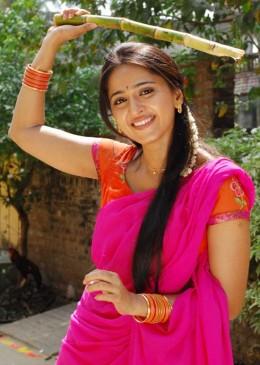 Anushka telugu movies hot and exposing through saree