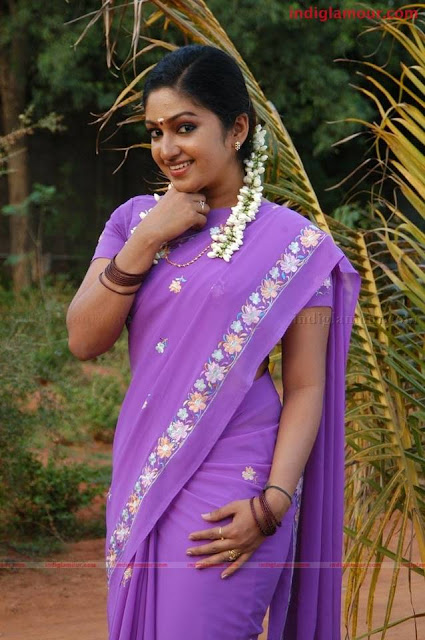 Mithra Kurian hot saree navel show image gallery