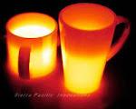 Imagen térmica infrarroja de dos tazas de café llenas de un líquido caliente