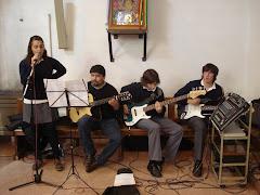 Nuestros jóvenes acompañan la celebración con su música
