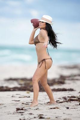 Kim Kardashian – Bikini Photos at the Beach in Miami images
