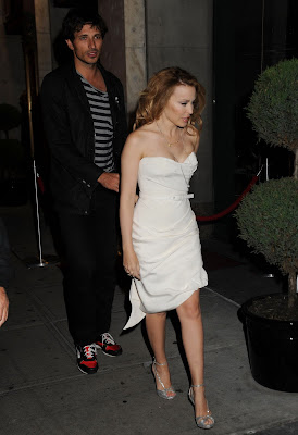 Kylie Minogue Cleavy looks Hot in White Dress hots photos