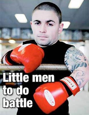 Gigante vai enfrentar Cabeça de Martelo no titulo do boxe para anão