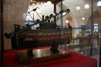 Novedad!! Esto no estaba ahí antes: modelo de Draga del S.XIX expuesto en el vestíbulo de la Biblioteca del Museo Marítimo