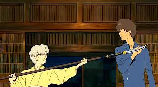 Escena de la película Summer wars, la abuela con una naginata apuntando a su nieto Wabisuke