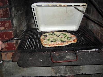 Pizza și pita la grill
